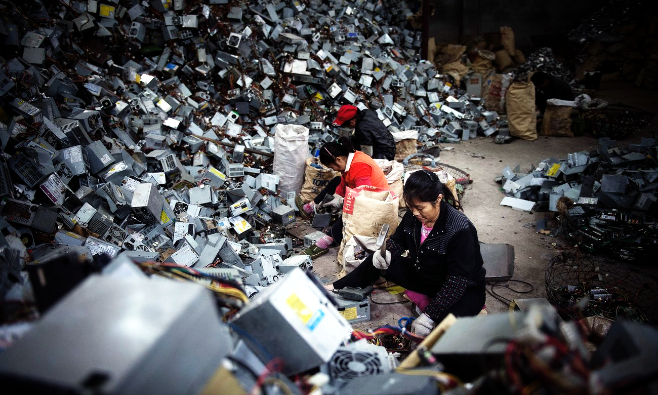 Piling Up - Pictures give a glimpse of e-waste recyclingchallenges